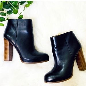VINCE CAMUTO WOMEN'S black leather ankle booties 8